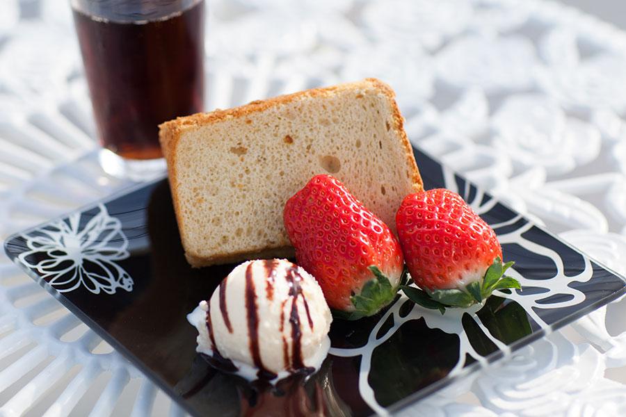 うららか・のうえん実里のシフォンケーキ、ドリンクバーのイメージです。
